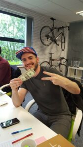 Designer Scott wins the America quiz